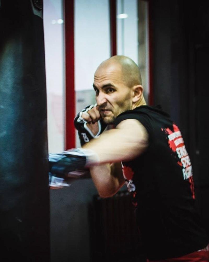 Руслан Бачек тренер для мужчин по постановке удара в Киеве